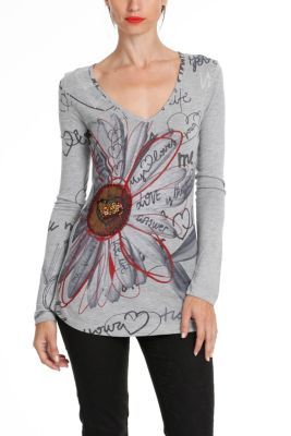 Desigual women's Gadget T-shirt. The heart of the flower is covered in black tulle and embroidery done by hand. There is also a heart made out of beading and sequins.