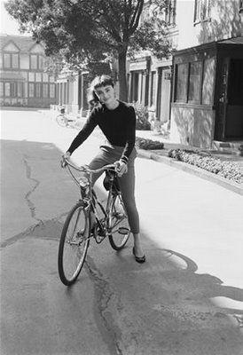 Audrey Hepburn on a bike http://www.blog.designsquish.com/index.php?/site/audrey_hepburn_on_a_bike/