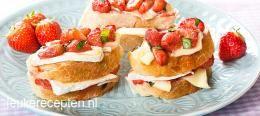 Toast met aardbeien en brie