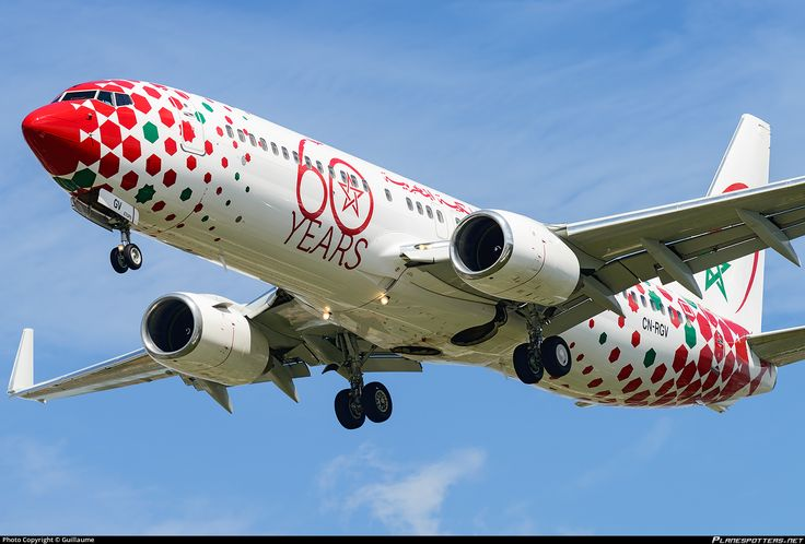 """Royal Air Maroc Boeing 737-85P CN-RGV on final approach to Paris-Orly, August 2017. Special """"60 Years"""" livery commemorating six decades of operation. (Photo: Guillaume)"""