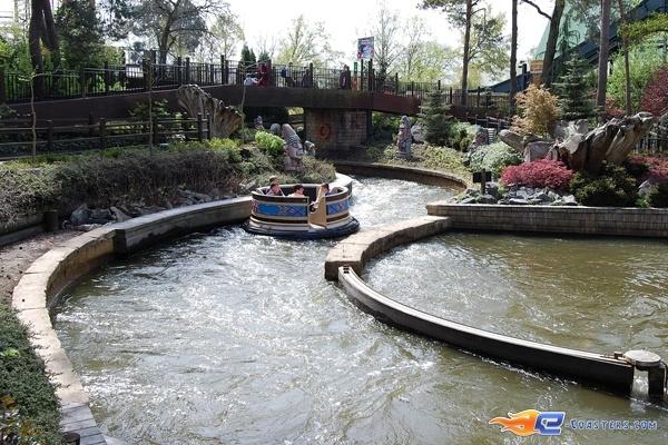 5/11 | Photo de l'attraction El Rio située à Bobbejaanland (Belgique). Plus d'information sur notre site www.e-coasters.com !! Tous les meilleurs Parcs d'Attractions sur un seul site web !!