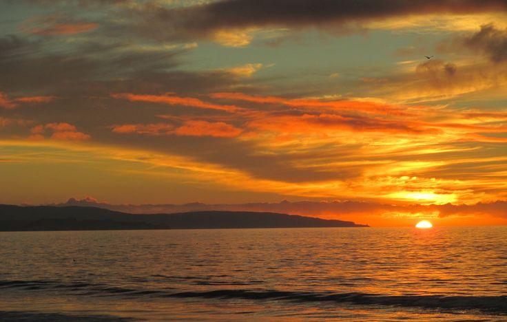 Atardecer en playa de Arauco. Foto de Paula Álvarez.