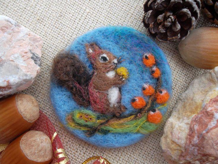 Spilla scoiattolo di lana infeltrita ricamata spilla feltro fatto a mano felted…