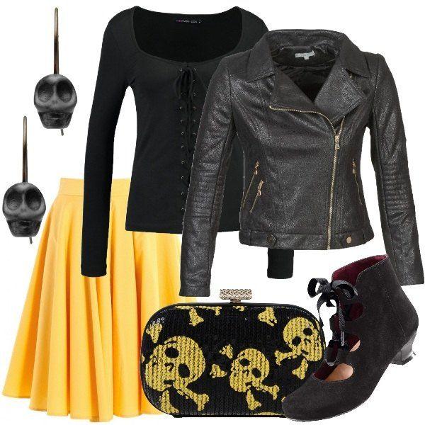 sale retailer 2e995 c9f41 La gonna a campana gialla è abbinata ad una t-shirt nera ...