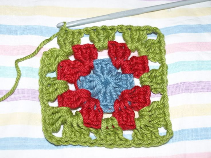 Basic granny square crochet pattern from Little Tin Bird