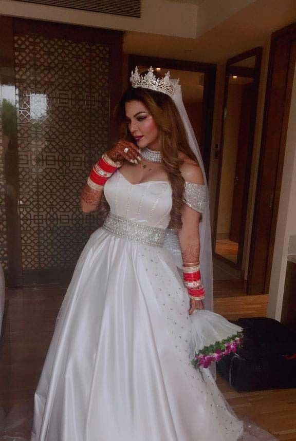 Rakhi Sawant Gets Married Secretly With An Nri At Jw Marriott In 2020 White Bridal Gown Getting Married White Bridal