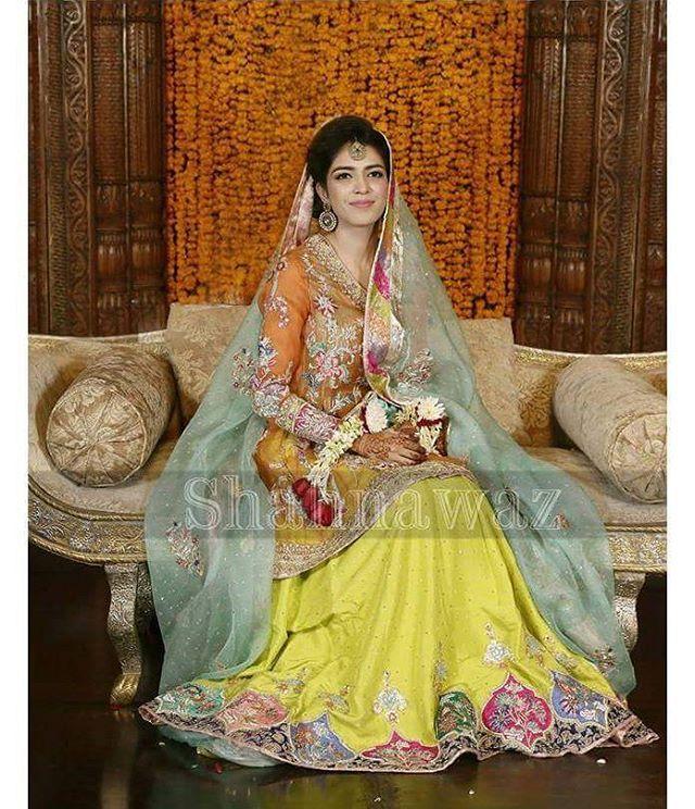 Lailomah looks beautiful in a traditional outfit on her Mehndi. #Festive #Mehndi…