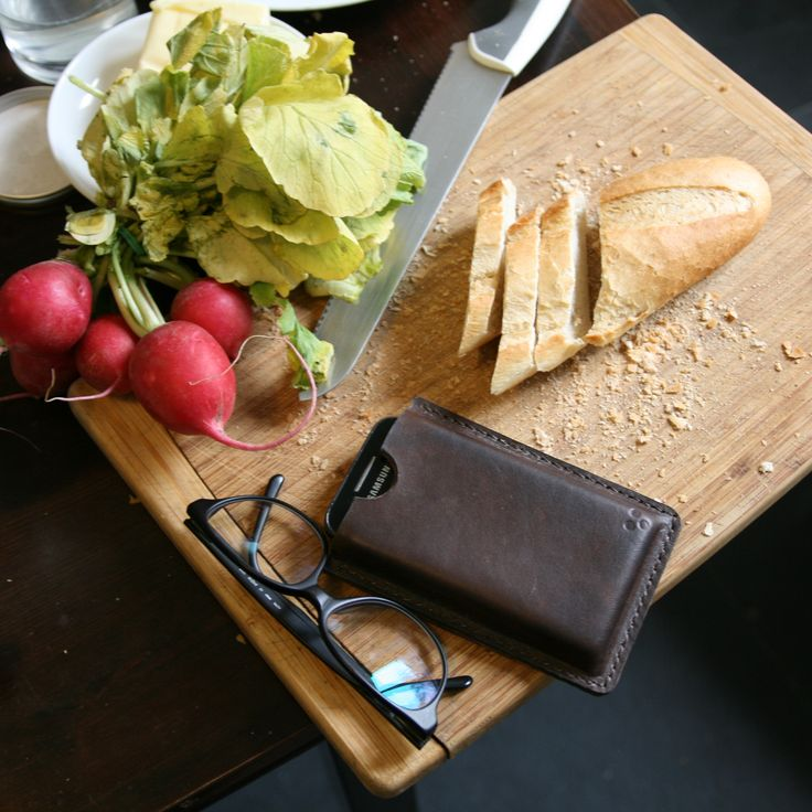 Handmade handstitched classic leather phone cover.