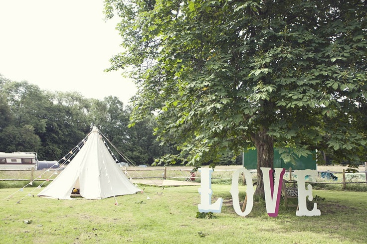 A Colourful Festival Wedding at Ridge Farm: Layla & Dan