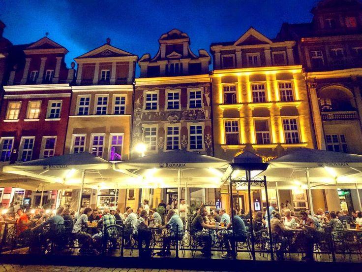 W Poznaniu byłem najkrócej ale przywiozłem chyba najwięcej zdjęć. Tutaj kolejna odsłona kolorowego Rynku. A już jutro krótka wizyta na Śląsku  ____________ #docelowo #Poznań#Poznan#Posen#rynek#citylife#restaurante
