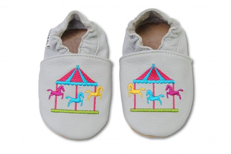 bestickte Krabbelschuhe von HOBEA-Germany im Design Karussell für Babys und Kinder.  Baby Schuhe Leder Lederpuschen Puschen für Kinder Hausschuhe Moccasins Moccs HOBEA Kinderkarussell