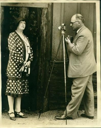 Dr. Erich Salomon Photographing Mrs. Green 1930