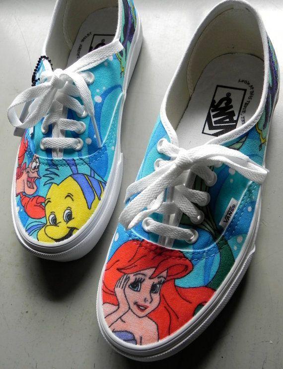 24. Se pueden pintar zapatillas con inspiraciones en películas como La Sirenita
