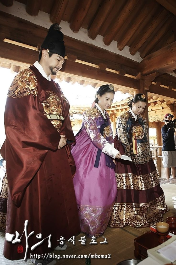 The King's Doctor (Hangul: 마의; hanja: 馬醫; RR: Ma-ui; lit. Horse Doctor) is a 2012 South Korean television series depicting Baek Gwang-hyeon (1625–1697), Joseon Dynasty veterinarian, starring Jo Seung-woo and Lee Yo-won. It aired onMBC.The life of a Joseon-era low-class veterinarian specializing in the treatment of horses, who rises to become the royal physician in charge of the King's health.