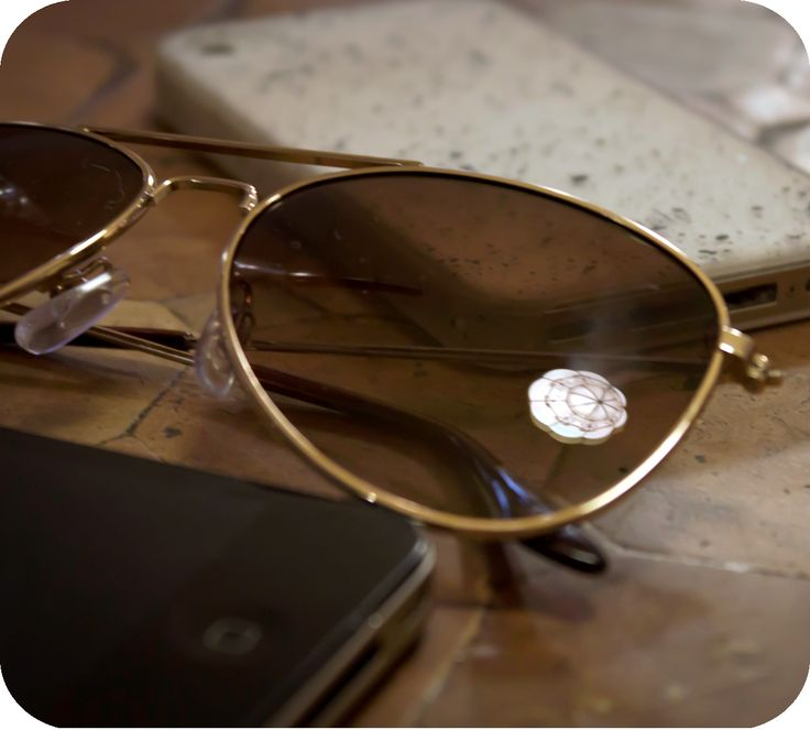 Blogger spirng accessories. Sunglasses and custom iPhone covers.  http://www.budapestwithus.hu/blogger-kerekasztal/