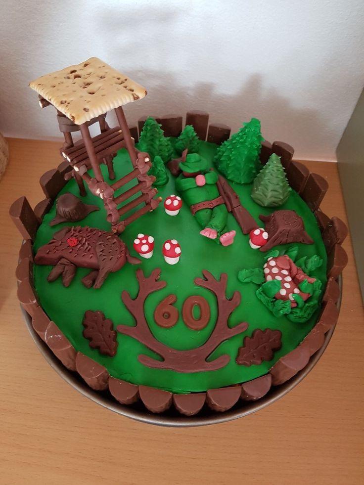 Diese Torte habe ich für meinen Vater zum 60. Geburtstag gemacht. Der Kuchen selbst besteht aus 3 Schichten Biskuitboden. In der unteren Schicht ist eine Puddingcreme und obere Schicht besteht aus einer Erdbeer-Sahne-Creme. Als Umrandung habe ich Duplos benutzt und diese immer in unterschiedlichen Längen abgeschnitten. Dann wurde das Innere mit einer Schokoladenglasur ausgepinselt damit alles schön zusammenklebt.  Die Figuren habe ich alle sus Fondant geformt.