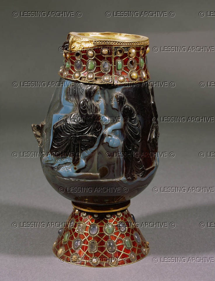 15-03-01/35 MEROVINGIAN RELIQUARY 6TH Vessel made of one large sardonyx-gem, of antique but unknown origin (Rome,Alexandria?).Even the scene,a hero with chariot,an old man,grieving women,is unidentified; perhaps Phaidra and Hippolytos. Mounting from the time of Dagobert,king of the Franks (died 639). Abbey St. Maurice, St. Maurice, Switzerland