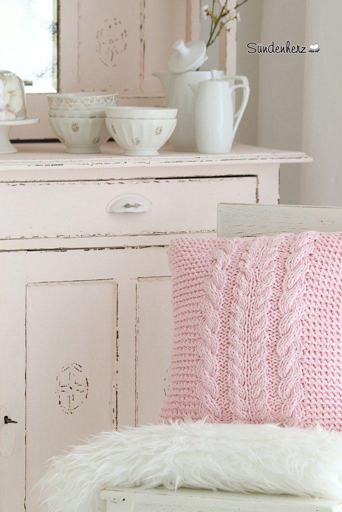 Cable Knit Pillow | http://www.suendenherz.de/  #rosa #stricken