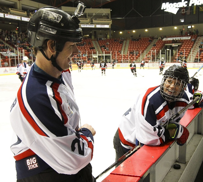 Mike Sillinger and Natalie Spooner of the NHL All-Stars team enjoy a moment.  CARAS/iPhoto