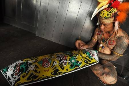 TARABAI@DAYAK SHIELD PAINTING. A man painted Dayak war shield.