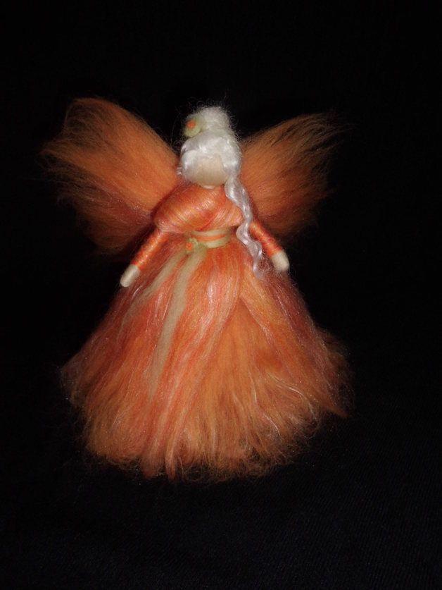 Fensterschmuck - orange Fee aus Märchenwolle - ein Designerstück von sommerli…