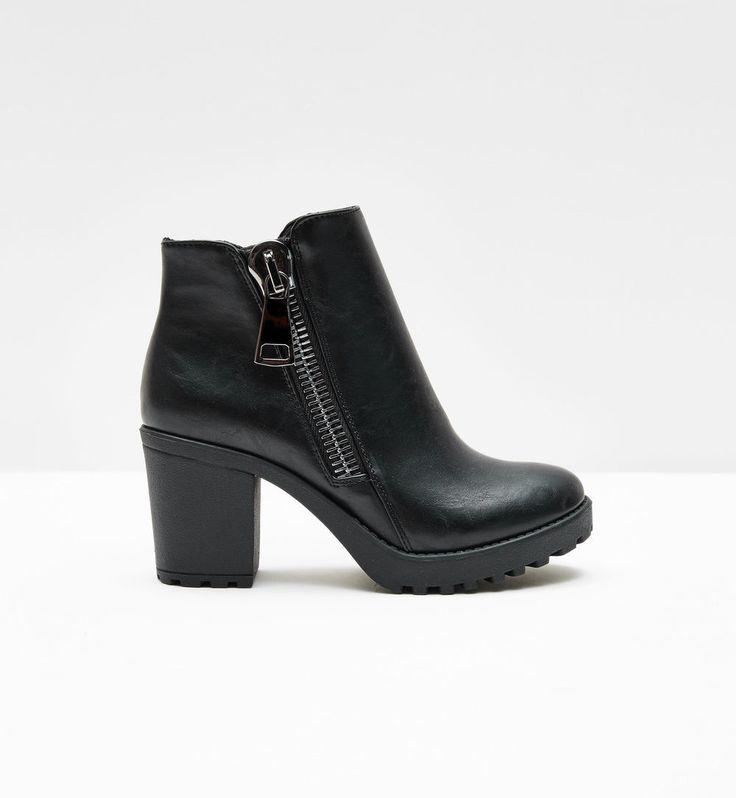 bottines à zips noires - http://www.jennyfer.com/fr-fr/accessoires/chaussures/bottines-a-zips-noires-10008003060.html