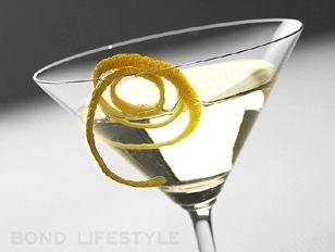 Shaken, not stirred. The 'Vesper Martini' from #CasinoRoyale