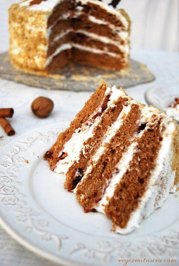 Gingerbread cake with plum jam and coconut cream | vegan | Vege z Miłością | vegezmiloscia.com
