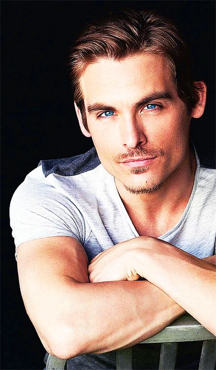 Kevin Zegers and his eyes. His. Eyes. It seems like a cat ;P