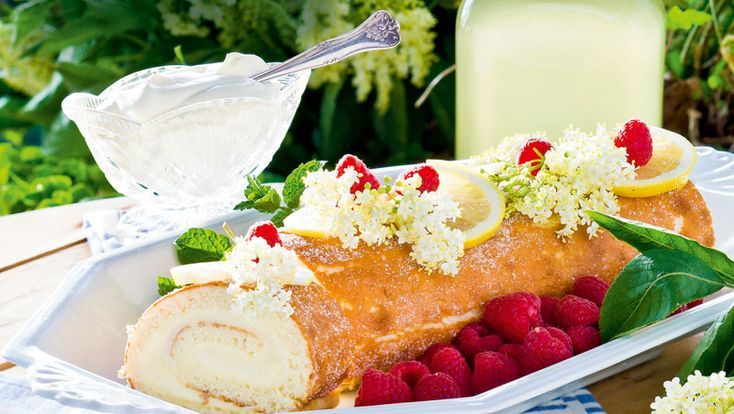 Baka en krämig rulltårta med fläder – ljuvligt god och underbart vacker!