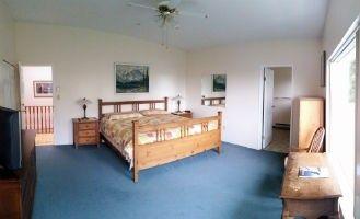 Victoria BC accommodations - Bayridge king bedroom