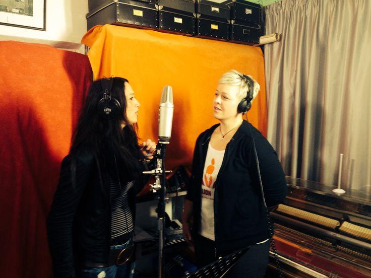 Grazia und Nicole vergangenen Sonntag bei uns im Studio. Im Schlepptau: Ein Filmteam, jede Menge Spaß und eine klare Botschaft! Mehr darüber gibt es morgen in unserem Blog: http://blog.powervoice.de   #OneBillionRising #POWERVOICE #Justice