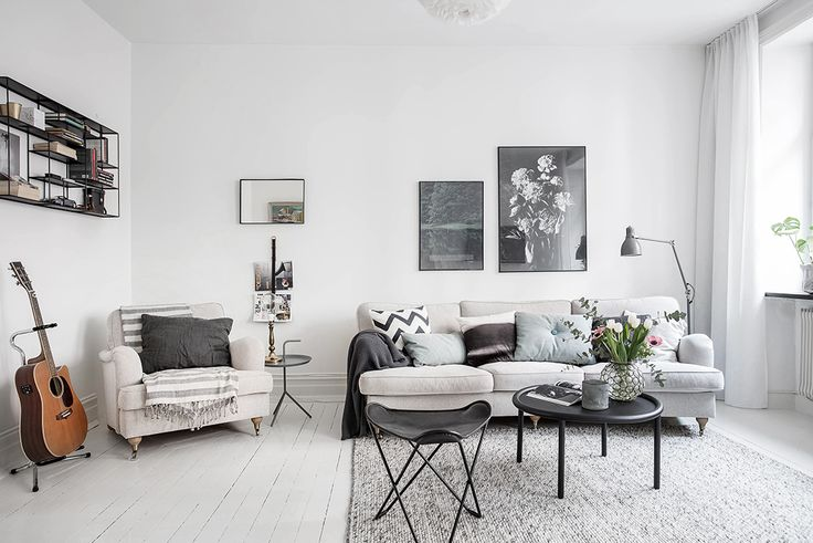 Inviting living room which is easy to furnish