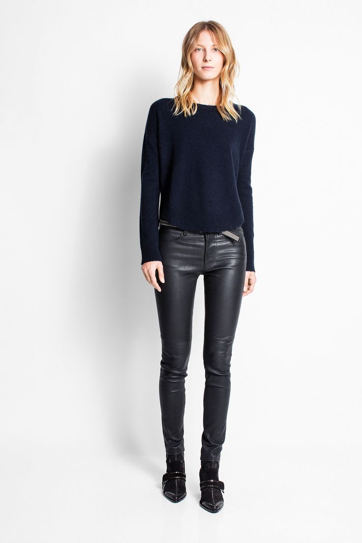 Zadig & Voltaire round neck sweater, long sleeves, loose fit, rounded front and back hem, 100% cashmere.