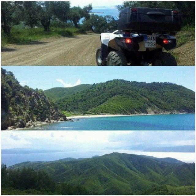 Den bedste måde at se øen på, er ved at leje en jeep eller en ATV. Det er fordi de fleste veje enten er belagt med sand eller grus. Sådan kan man komme rundt i de frodige bjerge frem til de små gemte strande. Du kan læse mere her: www.apollorejser.dk/rejser/europa/graekenland/skiathos