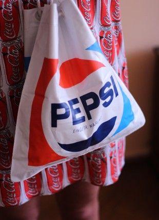 Kup mój przedmiot na #vintedpl http://www.vinted.pl/damskie-torby-i-plecaki/torby-do-reki/20466408-plastikowy-nadmuchiwany-worek-pepsi