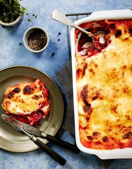 Punajuuri-vuohenjuustolasagne on ruokaisa ja maukas kasvistarjottava. #food #vegetarian #lasagne