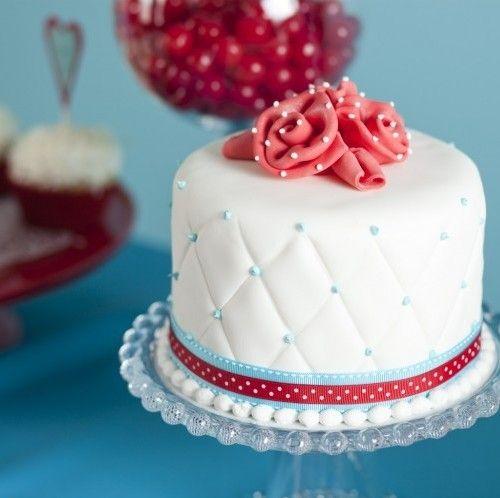 cakes@ Vicki st. Pierre: Quilts Cakes, Minis Cakes, Birthday Parties, Pretty Cakes, Birthday Cakes Ideas Vintage, Cakes Food, White Cakes, Fondant Cakes, Baby Cakes