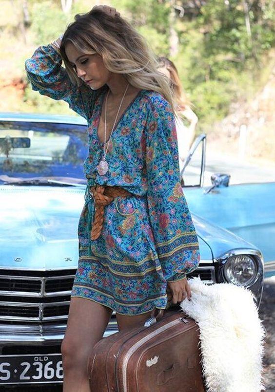 CON UN ESTILO BOHO CHIC ESTA PRIMAVERA-VERANO 2016 Hola Chicas!! Les tengo mas del estilo Boho Chic otro de los look que nunca a pasado de moda desde la época de los hippies y tambien los estilos campestre, al igual que los de estilo 'folk'. Varios vestidos Son uno de los must de verano y una de las prendas que podrás reutilizar en la próxima temporada de primavera-verano 2016. les dejo una galería de fotos con vestidos hermosos y muy importante la joyería de plata o bisutería étnica que le…