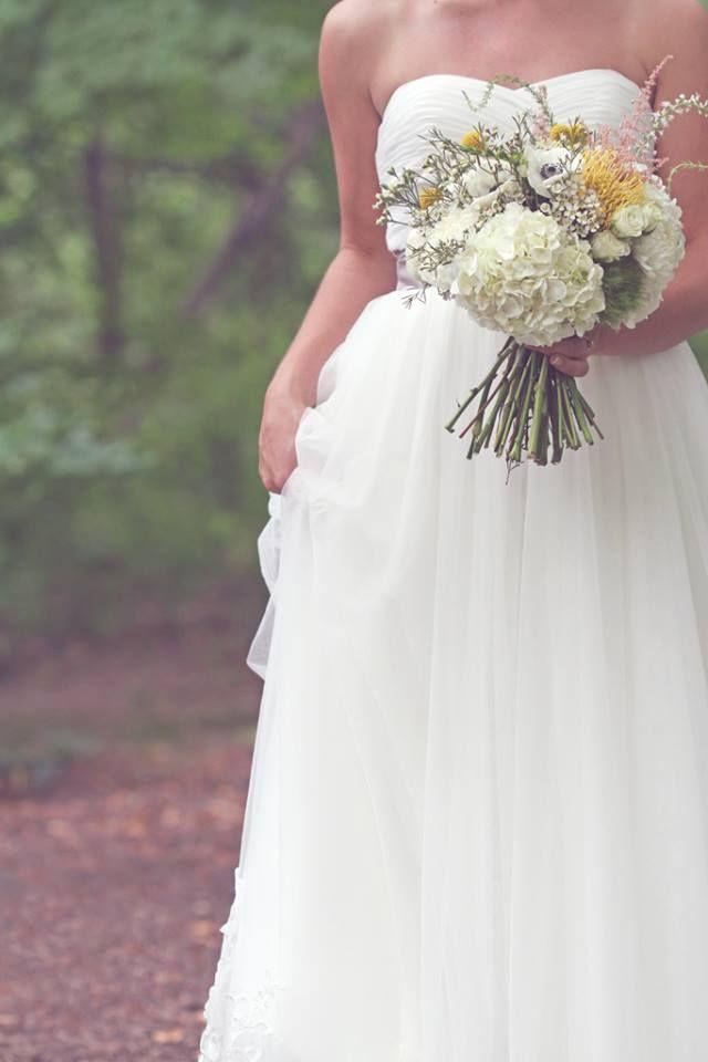 mustard wedding bouquet/vitage wedding dress