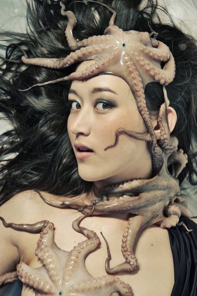 a_girl_and_her_octopus_ii_by_picture_in_a_frame-d4ur97a.jpg (400×602)