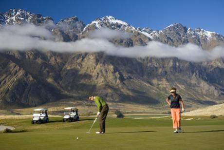 JP-Golf-putting.jpg