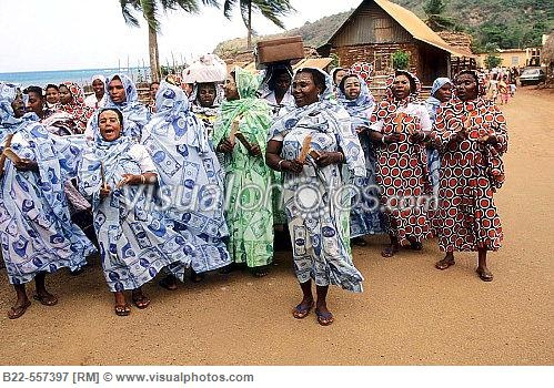 women wearing traditional clothes for a wedding mayotte island of the comoros archipelago Keywords: #mayottewedding #mayotteweddingplanning #jevel #jevelweddingplanning Follow Us: www.jevelweddingplanning.com www.pinterest.com/jevelwedding/ www.facebook.com/jevelweddingplanning/ https://plus.google.com/u/0/105109573846210973606/ www.twitter.com/jevelwedding/