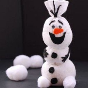 J\\\'ai fait le tour du net pour vous dénicher quelques idées de bricolage Reine des Neiges. C\\\'est la bonne saison pour faire une activité en rapport avec ce dessin animé que les enfants adorent !!Bricolage Reines des Neiges : les idéesOlaf chaussette :Un joli Olaf à créer à partir d\\\'une ...