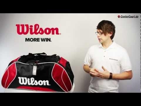 Wilson Federer Duffle Bag - Die hochwertige Duffle Bag bietet genug Platz für die komplette Ausrüstung. Ausgestattet mit einem großen Hauptfach, einem seitlichen Racketfach und 2 weiteren Accessoires-Fächern ist die Tasche ein wahrer Alleskönner. Für die Tennisschuhe gibt es ein extra Fach, einen Schuh-Tunnel.    http://www.centercourt.de/Tennistaschen/Turniertaschen/Wilson-Federer-Duffle-Bag-red/black-1.html