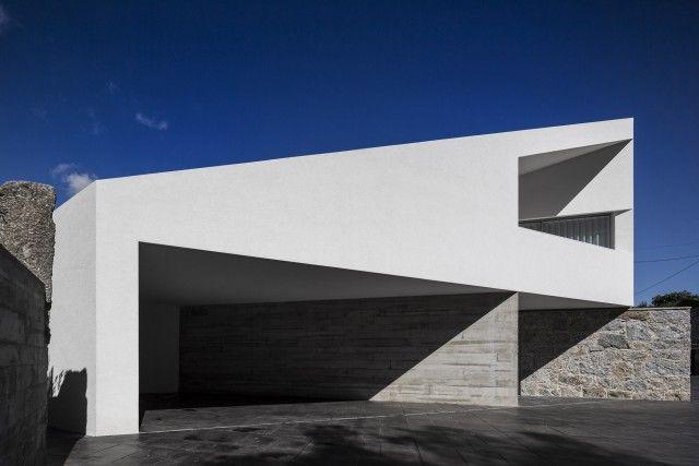 Casas de sonho: Mansão de arquitetura moderna com assinatura portuguesa (fotos) — idealista/news