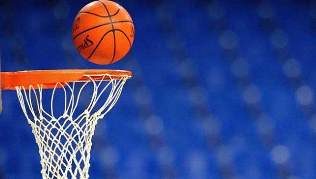 كرة السلة لا ت لعب إلا بكرات برتقالية تعرف على السبب حتى العام 1957 م كان لون كرات لعبة السلة ب Basketball Painting Basketball Wallpaper Sports Basketball