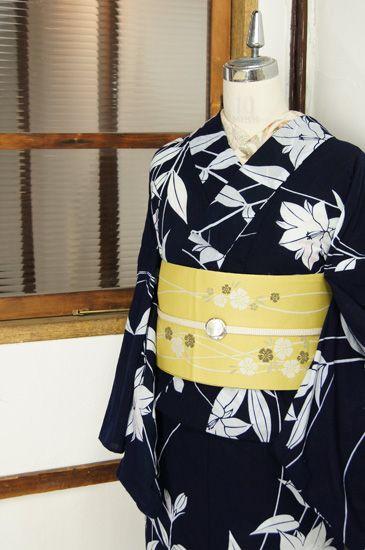 kimono, 濃紺と白のすっきりとしたバイカラーで染め出された竜胆の花が凛と美しい注染レトロ浴衣です。