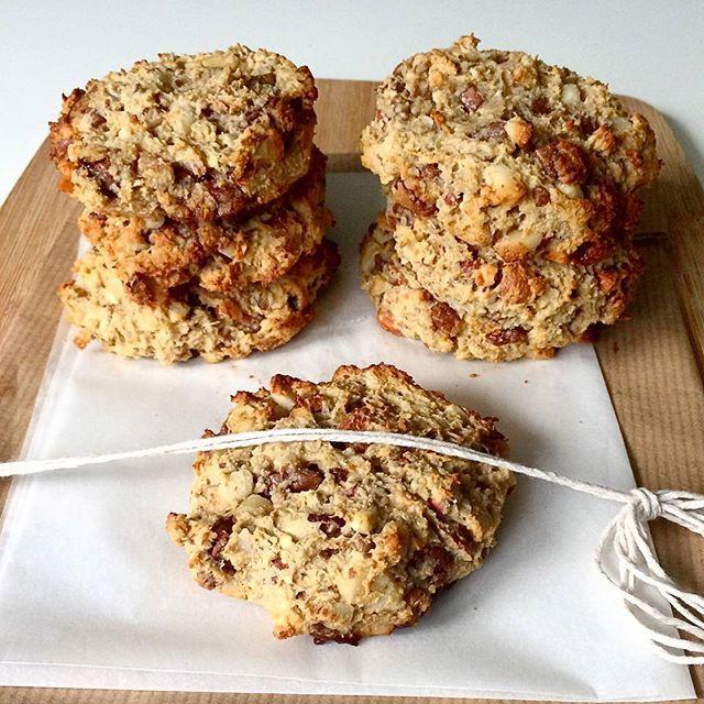 Glutenfrie cookies med nøtter og sjokolade   #snikgjest#cookies#glutenfree#glutenfritt#protein#havre#egg#sjokolade#nøtter