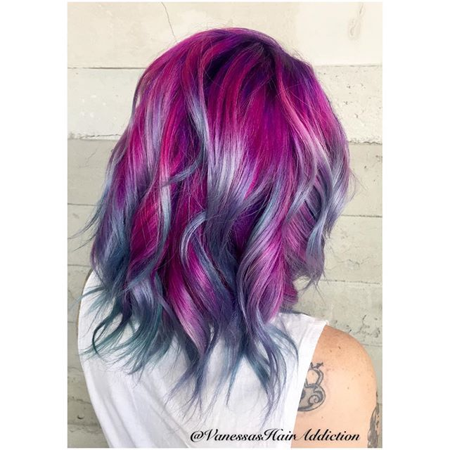 Love the colour combo in her hair
